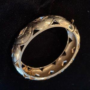 Jewelry - 🆕🤩🔥Vintage Woven Cut Out Bracelet - Gold Color